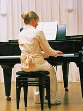 MiShu am Klavier